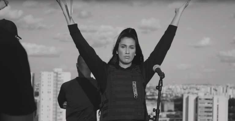 Lyna Mahyem – Solo